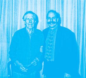 John Cage y Javier Maderuelo en el concierto «Cage solo voces», durante el Festival de Otoño en el Círculo de Bellas Artes, Madrid, noviembre de 1991. Círculo de Bellas Artes. Foto: Enrique Castellano