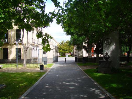 Entrada al Instituto Carlos III