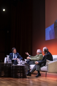 De izda. a drcha.: Íñigo Alfonso, José Álvarez Junco y Juan Pablo Fusi