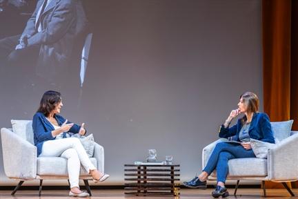 De izda. a drcha.: Inés Vallejo y Lara Siscar