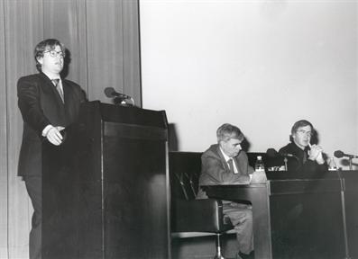 De izda. a drcha. Javier Gomá (presentador), Antonio Fernández Alba y Rafael Argullol