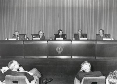 De izda. a drcha.: Juan Ramón Capella, Luigi Ferrajoli, Javier Gomá (presentador-moderador), Fernando Quesada y  Pablo Ródenas