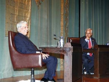 De izda a drcha.: Mario Vargas LLosa y Juan Cruz