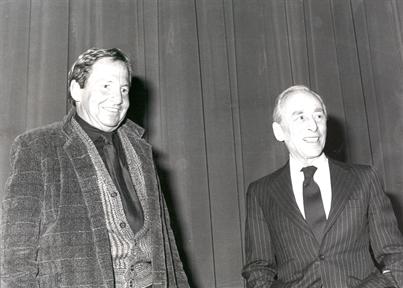 De izda. a drcha.: Robert Rauschenberg y Leo Castelli (en diálogo)