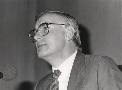 """Ciclos de conferencias: La modernidad poética en España (1888-1987) (II). (II) """"Modernidad poética y compromiso social"""""""
