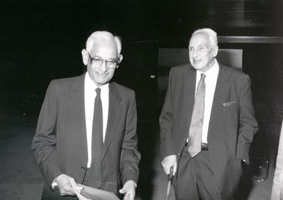 De izda. a drcha.: Gobind H. Khorana y Severo Ochoa