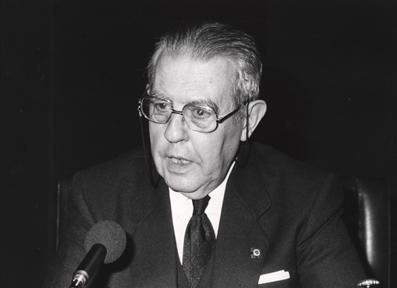 """Ciclos de conferencias: El fin de Yalta (IV). (y IV) """"El nuevo horizonte europeo mundial"""""""