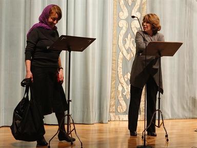 De izda. a drcha.: Gloria Muñoz y María José Goyanes