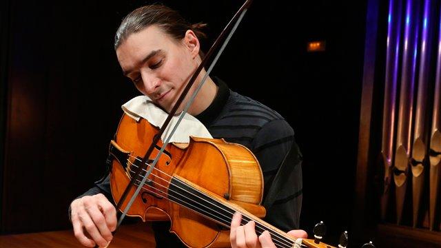 Suite nº 6 de Bach, en violonchelo de brazo