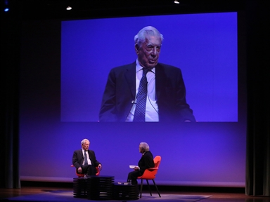 De izda. a drcha.: Mario Vargas Llosa y Juan Cruz