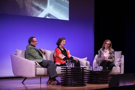 De izda. a drcha.: Manuel Fontán del Junco, Pilar Cabañas y Beatriz Ariño