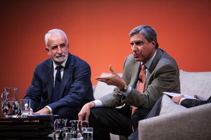 De izda. a drcha.: Salvador Gutiérrez Ordóñez y José Luis García Delgado