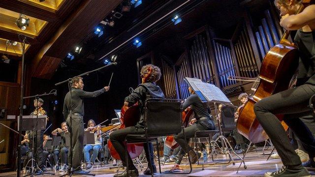 Vaugham Williams y Turina, por la Yehudi Menuhin School Orchestra