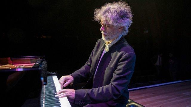 Schubert's piano: The shadow of Beethoven