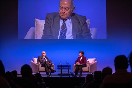 De izda. a drcha.: José Antonio Marina y Adela Cortina