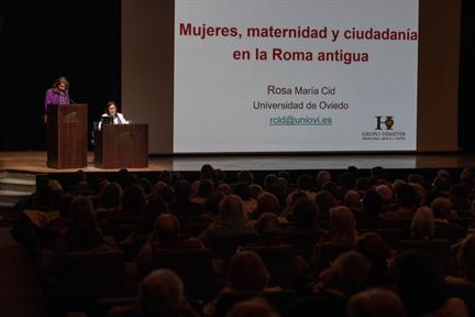 De izda. a drcha.: Lucía Franco y Rosa María Cid