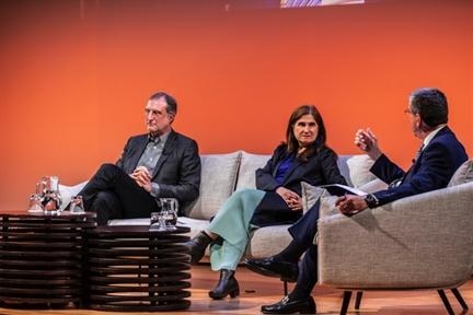 De izda. a drcha.: José María Ezquiaga, Inés Sánchez de Madariaga y Antonio San José