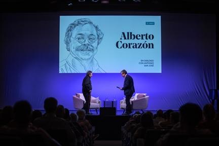 De izda. a drcha.: Alberto Corazón y Antonio San José