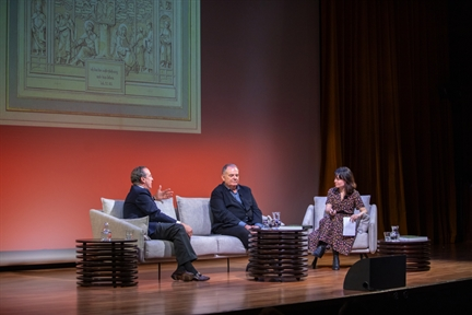 De izda. a drcha.: Manuel Fontán del Junco, Eugenio Carmona y María Ramírez