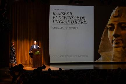De izda. a drcha.: Myriam Seco Álvarez y Adolfo Domínguez Monedero