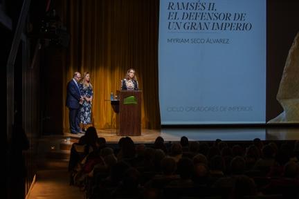 De izda. a drcha.: Adolfo Domínguez Monedero, Myriam Seco Álvarez y Lucía Franco