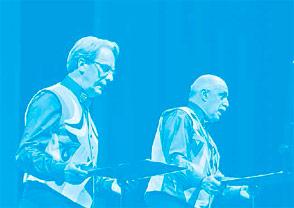 Javier Maderuelo y Maurizio Scudiero declamando una composición de las Liriche Radiofoniche (1934) de Fortunato Depero, durante el acto inaugural de la exposición Depero Futurista (1913-1950) en la Fundación Juan March, octubre de 2014. Foto: Archivo Fundación Juan March