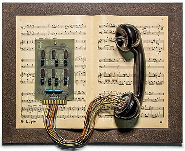 LUGAN, Partitura telefónica, 1986. Ensamblaje. Colección del artista. Foto: Dolores Iglesias/ Fundación Juan March