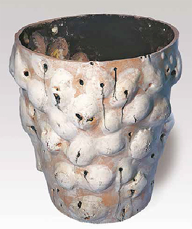 """Grand pot avec crânes sur 1 face"" [Large Pot with Skulls on One Side], 2000"